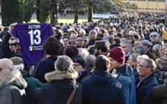 Astori: a Coverciano folla di tifosi per rendere omaggio al capitano