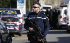 Francia, val d'Isère: uomo tenta di investire gendarmi, allerta in tutta la zona, blindate le scuole