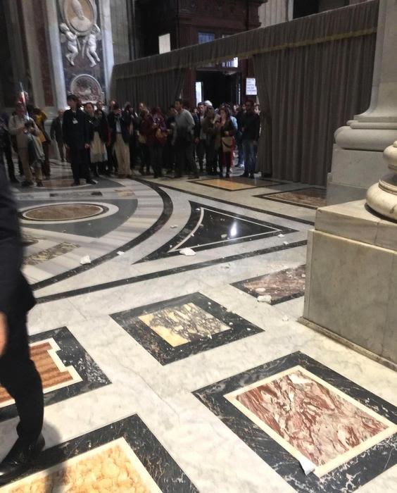 Vaticano: cadono calcinacci in basilica S. Pietro, nessun ferito