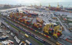 Livorno: esplosione di un serbatoio nel porto industriale, operai feriti