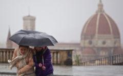 Meteo Firenze: allerta arancione per vento forte (70kmh). Neve sui rilievi appenninici