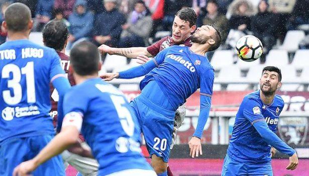 Calcio: Fiorentina passa a Torino (2-1) al 94′, con rigore di Thereau. Var, due rigori assegnati e uno tolto ai viola. Striscione dei tifosi granata per Astori. Pagelle