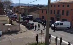 Trebes (Francia): al grido di Allah Akbar assalta un supermercato e uccide due persone