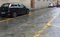 Firenze: ancora presenti ovunque le buche stradali. La foto inviataci da un lettore
