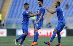 Fiorentina magica: a Roma sesta vittoria di fila (0-2). Gol di Benassi e di un grande Simeone. Pagelle