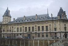 Parigi: la procura scopre 416 persone che hanno finanziato lo Stato islamico