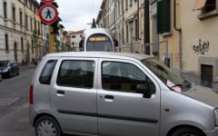 Tramvia, linea 3: auto sui binari blocca la corsa del tram. Rimossa e multa appioppata al proprietario