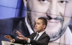 Di Maio: Salvini scelga tra Berlusconi e il cambiamento. E cerca la sponda del Pd