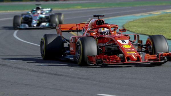 Gp Bahrain, prima fila Ferrari: Vettel in pole, Raikkonen secondo