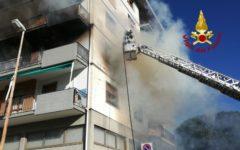 Prato: incendio in piazza Einstein. Morta ex infermiera. Evacuato un condominio con 20 famiglie