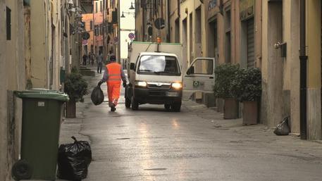 Livorno, braccialetti elettronici per gli spazzini: è polemica