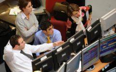 Borse: Mib in calo dello 0,6%, male i bancari (MPS - 5,3%), spread a 304 punti