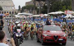 Roma, Giro d'Italia: Froome trionfa in maglia rosa. Tappa neutralizzata, strade pericolose. In volata vince Bennet