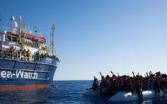 Migranti: ricomincia l'invasione, le Ong ne scaricano in Sicilia 1.400, graziosamente raccolti dalle loro imbarcazioni