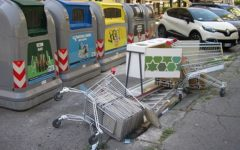 Firenze: abbandonano rifiuti ingombranti fuori dai cassonetti. Multati dalla polizia municipale
