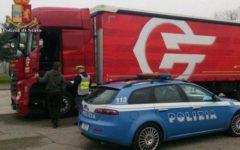 Firenze: Polstrada blocca un camion con documenti falsi. Denunciato l'autista