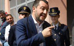 Migranti, Salvini: «Nessuna fretta di far sbarcare Diciotti. C'è dibattito in Procura. Aspettiamo»