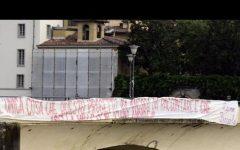 Fiorentina: striscione contro i della valle sul Ponte alle Grazie. Firmato Curva Fiesole