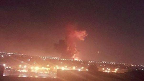 Incendio nei pressi dell'aeroporto del Cairo