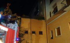 Sesto Fiorentino: incendio e paura nella notte. Evacuata una palazzina (Foto)