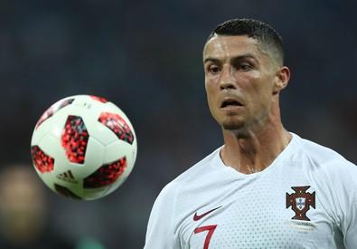 24903ce0cf Ronaldo alla Juve: CR7 ha dato la sua parola ad Agnelli. Tifosi in ...