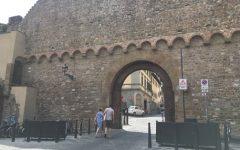 Firenze: il quartiere di San Niccolò firma contro le barriere Ztl. «Brutte e ingombranti»