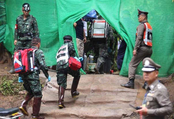 Grotta Tham Luang, tutti fuori tranne l'allenatore