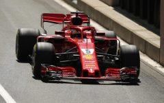 Formula 1, Gp di Germania: la Ferrari di Vettel  in pole position. Hamilton a piedi in mezzo alla pista