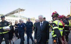Genova, crollo ponte: Mattarella accolto da applausi ai funerali di Stato. Piano di Autostrade per aiuti e ricostruzione