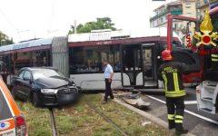 Firenze: scontro auto-tramvia. Quattro feriti. Anche l'autista