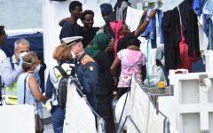 Migranti: il giornale dei Vescovi protesta per manifestazioni ostili davanti a centri d'accoglienza