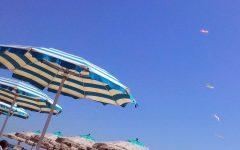 Elba: ombrelloni abusivi scoperti e multati dalla Guardia costiera