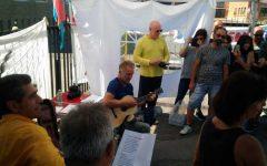 Bekaert: il cantante Sting visita gli operai, canta e porta la sua solidarietà
