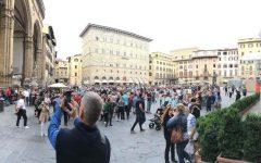 Firenze: multe a chi mangia per strada nel centro, l'ordinanza di Nardella