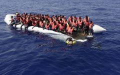 Libia: guardia costiera salva 116 migranti illegali imbarcati su un gommone