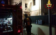 Agliana (Pt): incendia la sua casa per protesta, salvato dai vigili del fuoco e arrestato dai carabinieri
