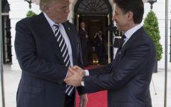 Trump al telefono con Conte: «Italia linea dura su immigrazione. Lo faremo anche noi»
