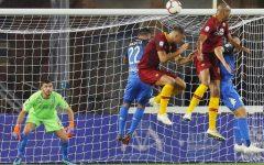 L'Empoli perde ancora: Roma tre vittorie di fila (0-2). Gol di Nzonzi e Dzeko. Caputo sbaglia rigore. Pagelle