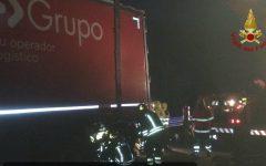 Superstrada Firenze-Pisa-Livorno: muore in auto che carambola contro guardrail e finisce sotto un Tir fermo