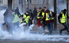 Parigi: gilet gialli, 15ma giornata di mobilitazione. Pochi in strada (46.000), e pochi incidenti