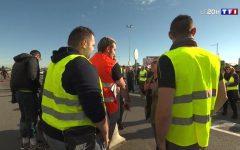 Francia: anche i gilets jaunes contro Macron. Protestano per aumento tasse diesel