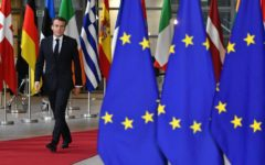 Parigi: Macron invita i cittadini a dare il via a un nuovo rinascimento europeo