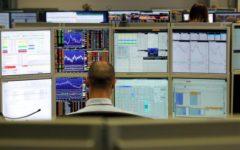 Borsa in lieve rialzo (+0,38%), spread in calo a 248 punti