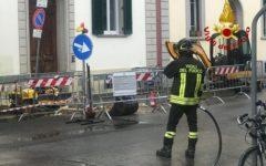 Firenze, via Nino Bixio: tubo gas rotto, evacuate 5 famiglie