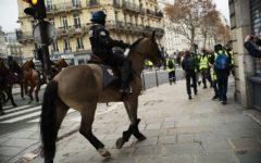 Parigi. altro sabato di ordinaria violenza, meno del previsto. 620 fermati, 118 i feriti