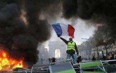 Gilet gialli: nuovi incidenti di piazza a Parigi. Scontri con la polizia: 10 feriti e 60 fermi