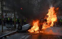 Parigi, gilet gialli: 8 dicembre sarà un nuovo sabato di violenze in un clima da golpe e guerra civile