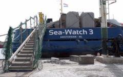 Sea Watch, Conte: «Pronti allo sbarco dei migranti». Salvini: «Ma ora stop barconi in acque italiane»