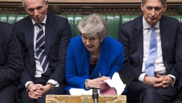 Brexit: la May ottiene la fiducia e si salva. Ma resta il problema di come uscire dall'Ue