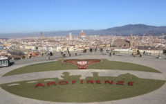 San Valentino: 1200 coppie, nozze d'oro a Palazzo Vecchio. Cuore di petali al Piazzale Michelangelo